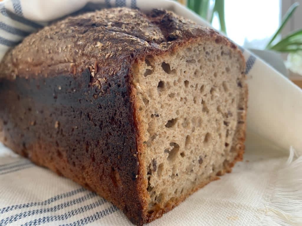 Chleb żytni z ziołami